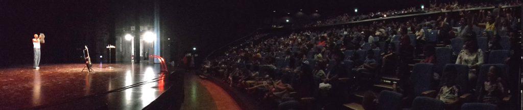 """Brice Kapel, """"l'artiste des enfants"""", a terminé sa tournée régionale au Cèdre à Chenôve devant 600 enfants."""